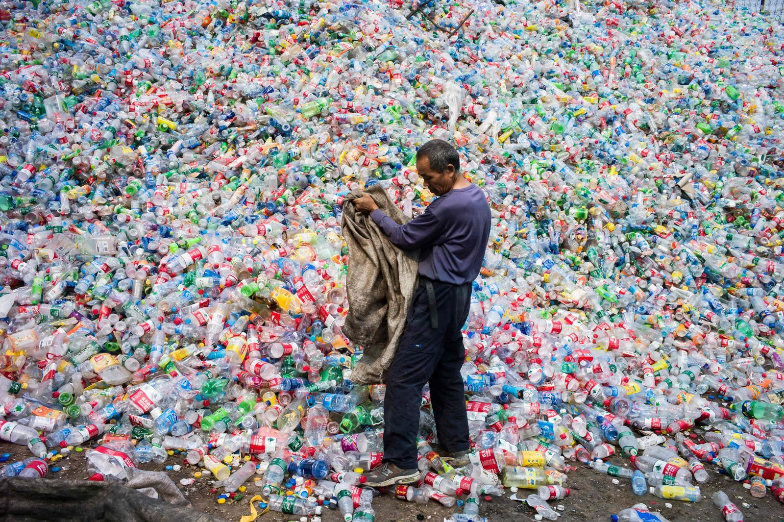 FILES-SCIENCE-CHINA-US-JAPAN-BRITAIN-SYNTHETICS-PLASTIC-ENVIRONM