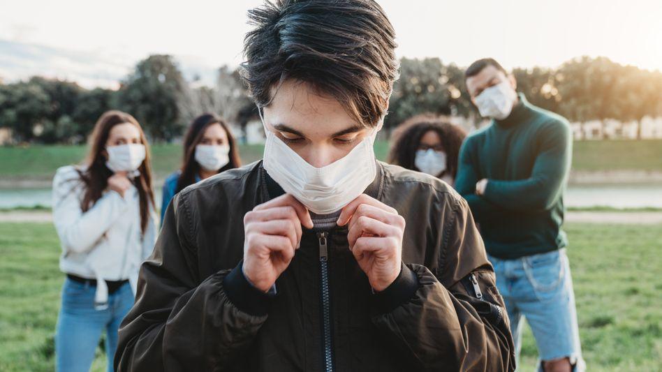 Auch junge Menschen sagen von sich, dass sie Hygieneregeln zur Eindämmung der Corona-Pandemie befolgen