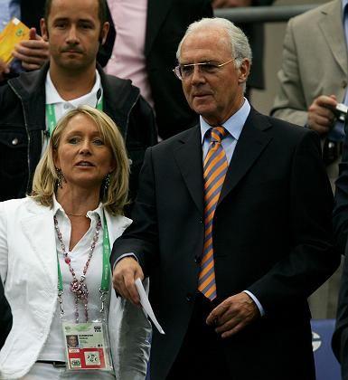 Beckenbauer mit Gattin während der WM