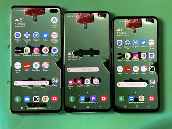 Die verschiedenen Bildschirme der Galaxy S-10-Reihe. Ganz rechts das S10e.