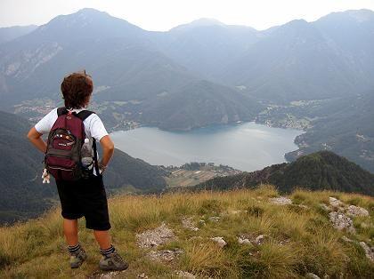 Blick auf den Lago di Ledro: Mit Bergführer und Botaniker über Kuhweg und Friedenspfad