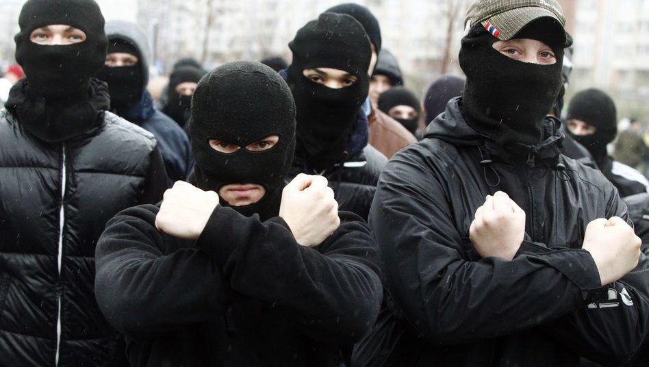 """Russische Nationalisten auf einer Demonstration: """"Man muss die Stadt reinigen"""""""