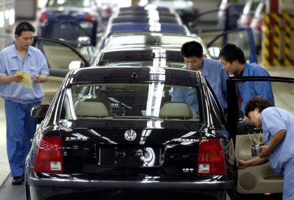 VW-Arbeiter in Shanghai: Viele Unternehmen verkalkulieren sich bei den Transportkosten