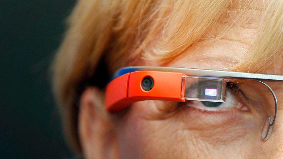 NRW-Ministerpräsidentin Kraft mit Google Glass: Brille hört mit
