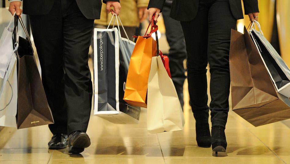 Einkaufstüten: Die Deutschen haben fast 5 Billionen Euro Geldvermögen