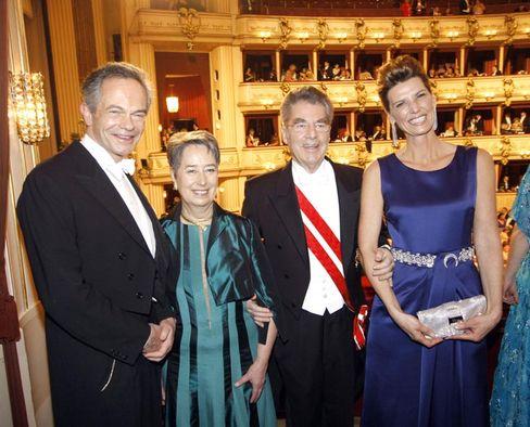 Banker Andreas Treichl, Margit Fischer, Austrian President Heinz Fischer and ball organizer Desiree Treich-Stuergkh, from left, pose for photographers during the Vienna Opera Ball, on Thursday, Feb. 19, 2009.