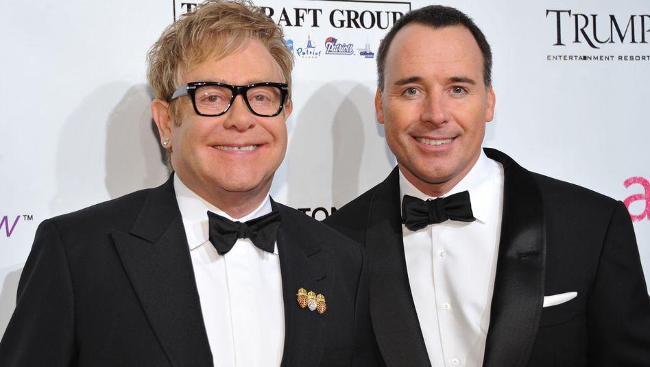 Vaterglückper Leihmutter: Elton John ist Papa