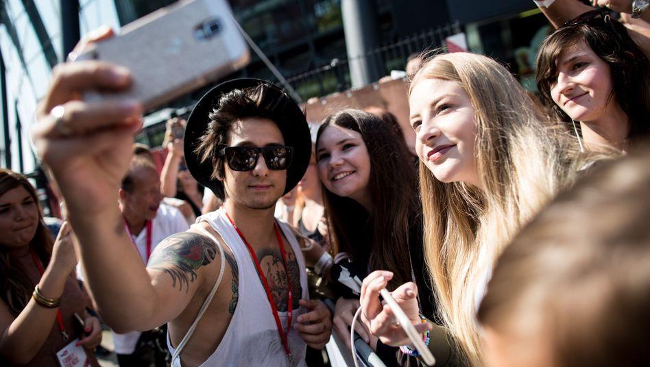 YouTuber Julien Bam mit Fans