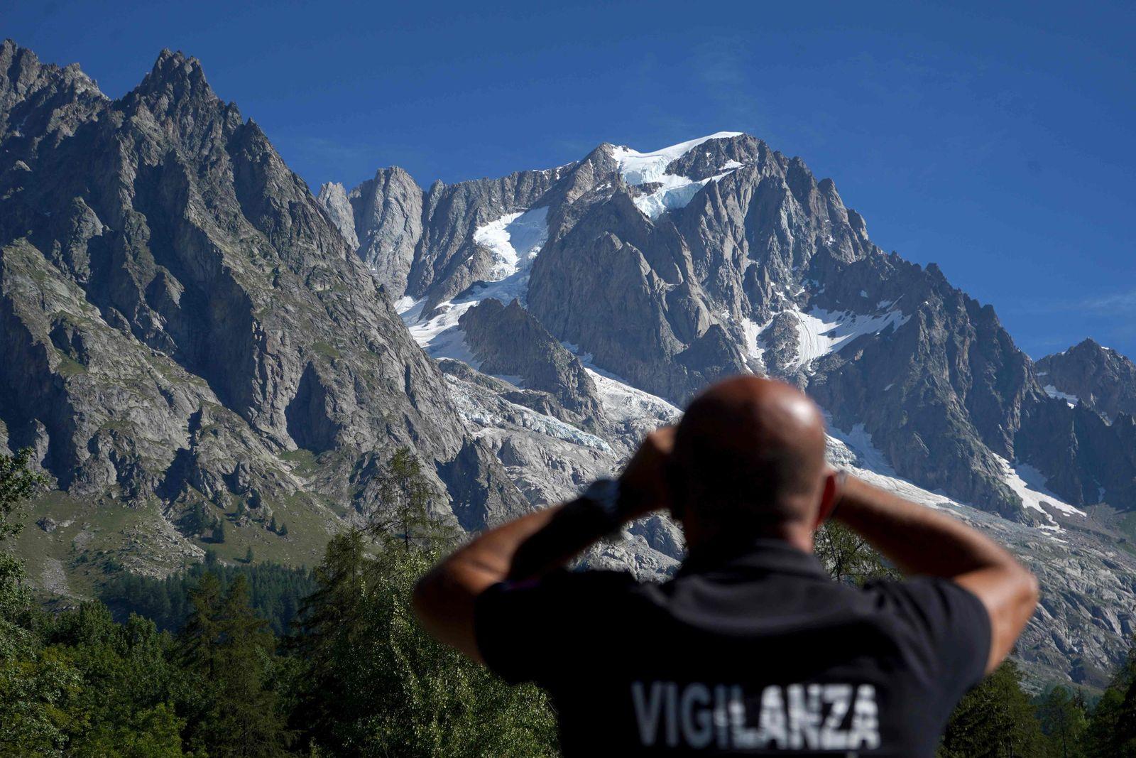 TOPSHOT-ITALY-GLACIER-ENVIROMENT