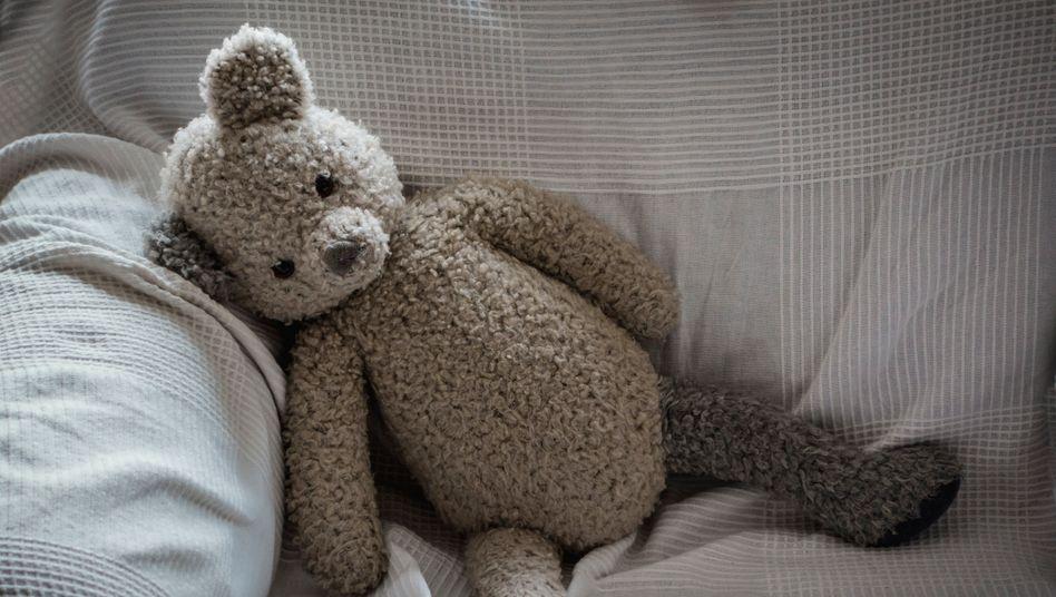 Einsamer Teddybär: 58 Prozent der als gefährdet eingestuften Kinder wiesen Anzeichen von Vernachlässigung auf
