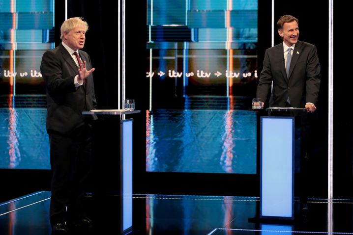 Johnson (l.) und Hunt beim TV-Duell des Sender ITV