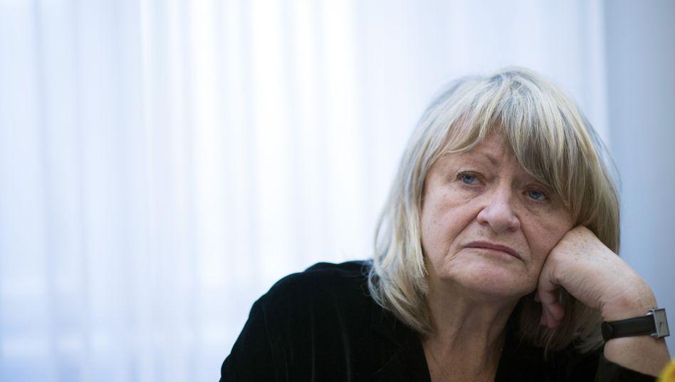 Alice Schwarzer: Kritik von beiden Seiten