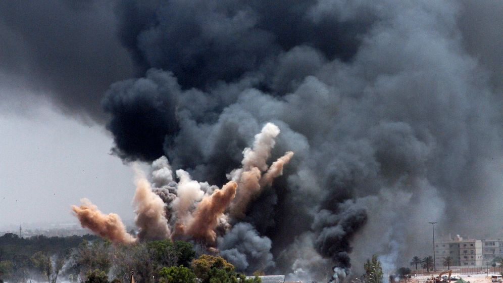 Photo Gallery: Watching the Bombs Fall in Tripoli
