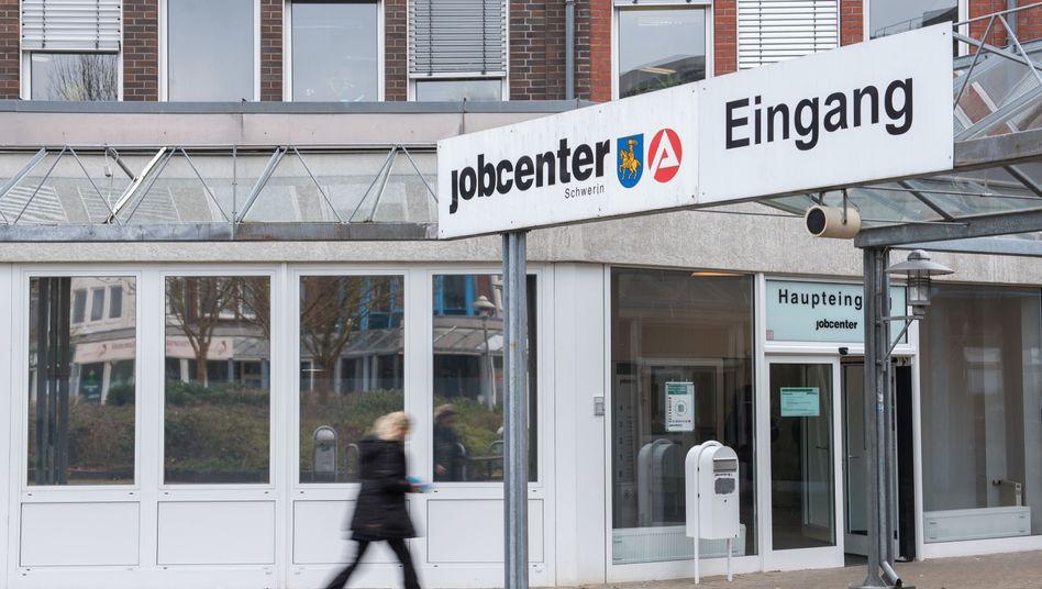 Eingang eines Jobcenters in Schwerin