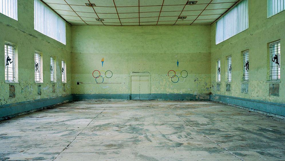 """Verlassene sowjetische Turnhallen: """"Oasen der Farbe"""""""