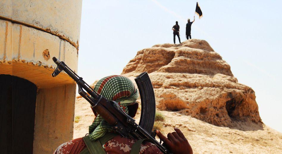 Isis-Kämpfer an einem eroberten irakischen Checkpoint: Kostenlose Behandlung von Verletzten durch türkische Helfer?
