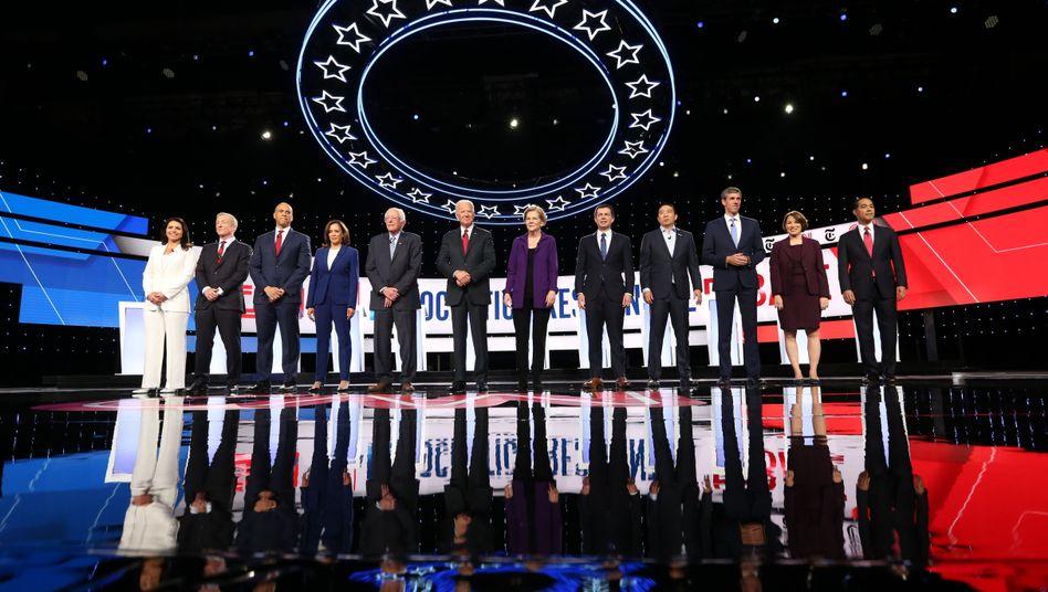 Die zwölf Kandidaten der vierten TV-Debatte der US-Demokraten: Diesmal trafen sie in Westerville (Ohio) aufeinander