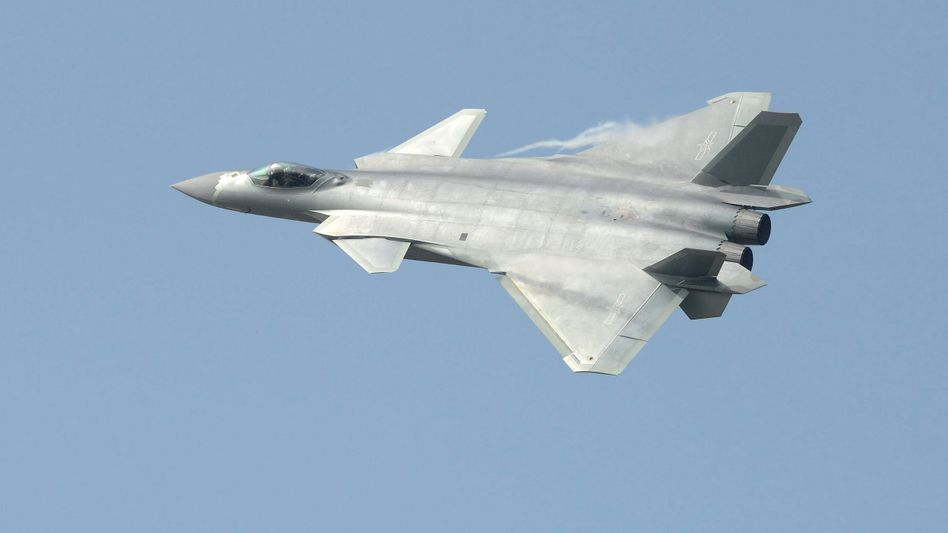 Chinesisches Kampfflugzeug J-20