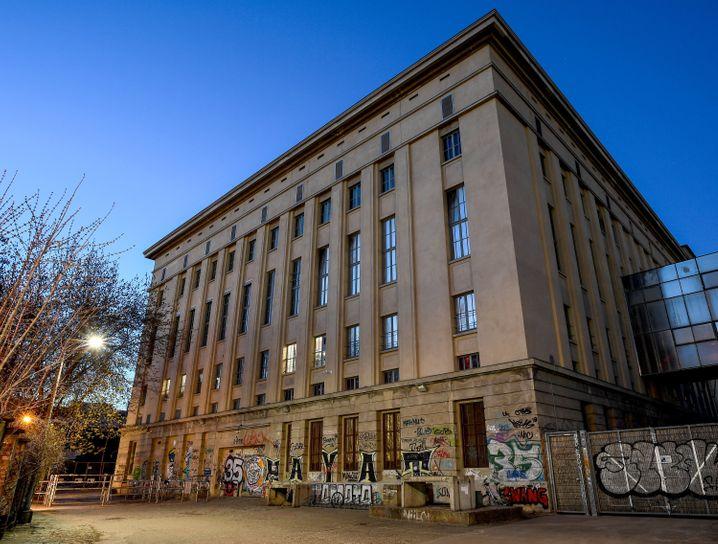 Eingangsbereich des Berghain in Berlin: Am Wochenende soll im Garten des Klubs wieder gefeiert werden
