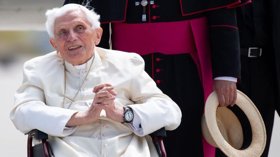 Benedikt der XVI. am Münchner Flughafen: Das erste Mal seit seinem Rücktritt vor sieben Jahren besuchte der emeritierte Papst Deutschland