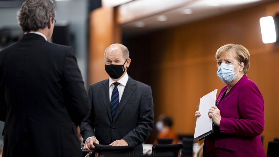 Bundeskanzlerin Merkel mit Bundesminister Scholz und Verkehrsminister Scheuer in Berlin