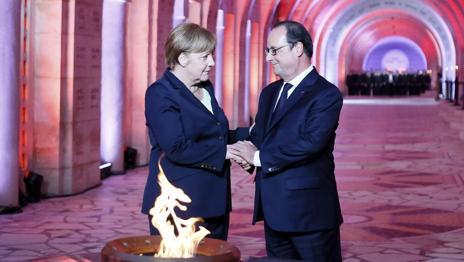 German Chancellor Angela Merkel and French President François Hollande during a ceremony to mark the centenary of the battle of Verdun.
