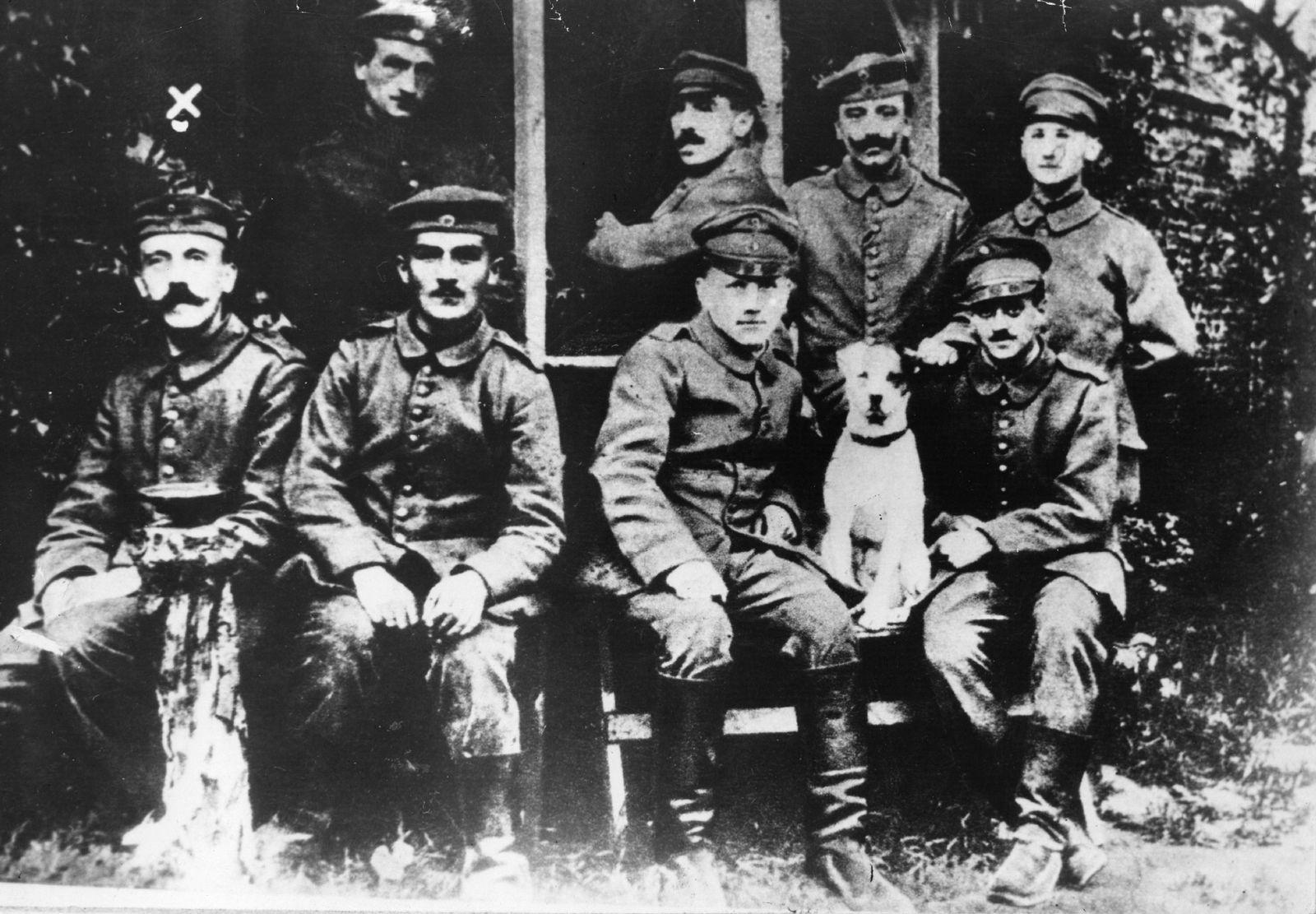 SPIN SPIEGEL 8/2013 pp 44 Adolf Hitler 1916
