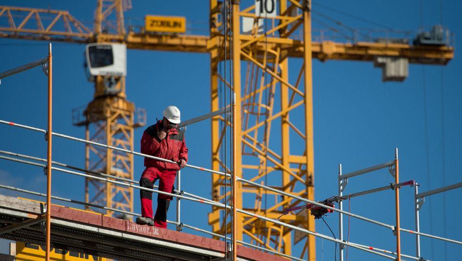 Baustelle in Stuttgart: Mehr Arbeitnehmer, weniger Selbständige