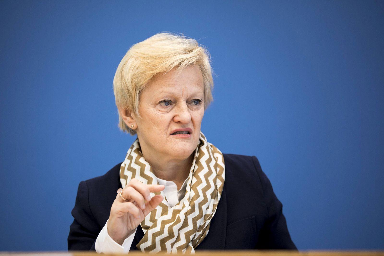 L R Renate Kuenast Buendnis 90 Die Gruenen aufgenommen im Rahmen der Bundespressekonferenz zum