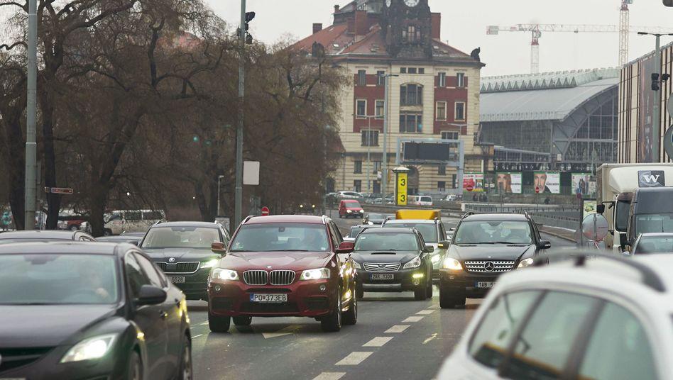 Autos in Prag (Archivbild)