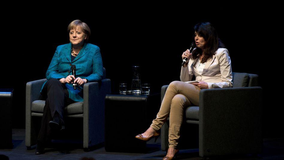 """Kanzlerin Merkel, Chefredakteurin Huber: """"Denken beim Reden ist auch nicht so einfach"""""""