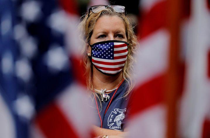 Gedenken mit Mundschutz: Trauernde New Yorkerin am 9/11-Jahrestag