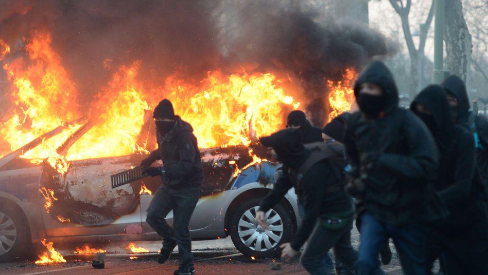 Ausschreitungen bei EZB-Protesten: Auch Rechtsextremisten sollen beteiligt gewesen sein