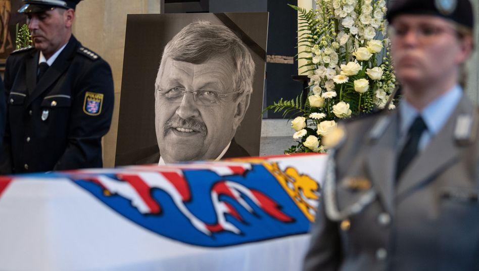 Mordopfer Walter Lübcke: Konterfei des Politikers im Trauergottesdienst in Kassel