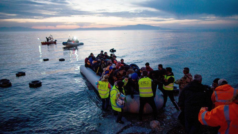 Flüchtlinge aus der Türkei landen auf der griechischen Insel Lesbos
