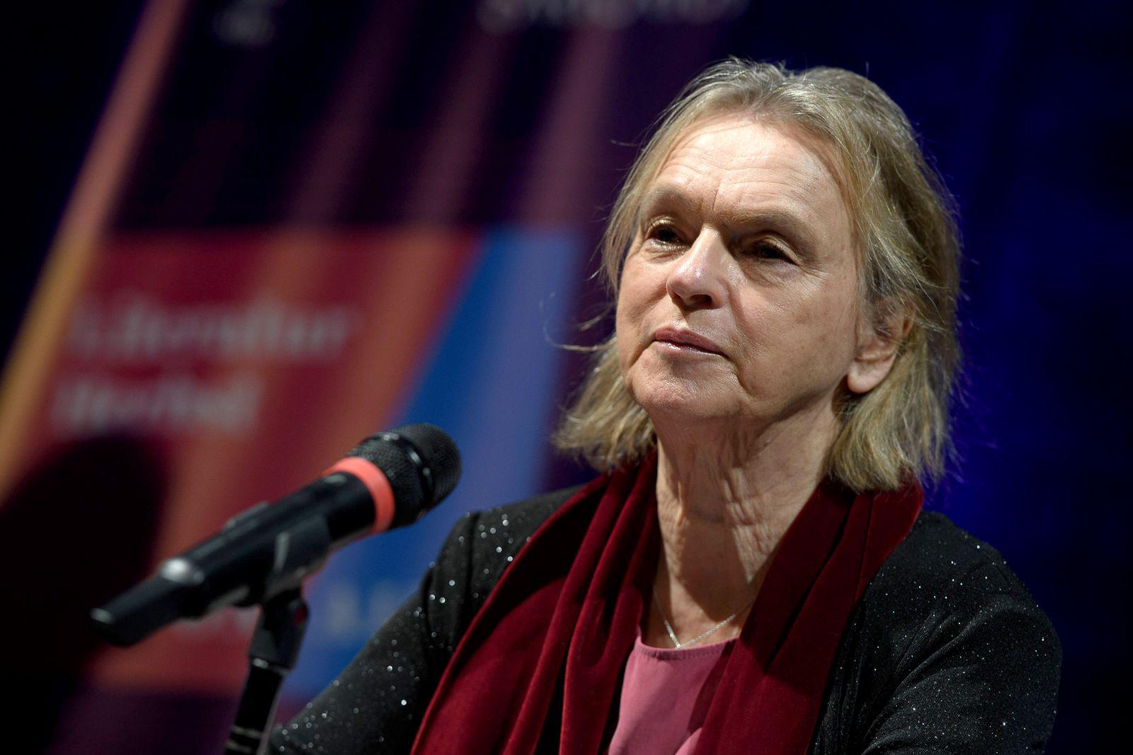 Elke Heidenreich 25.10.2020, G?ttingen --- Autorin Elke Heidenreich liest aus Ihrem Buch M?nner in Kamelhaarm?nteln im