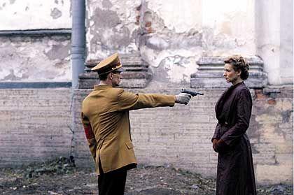 Szene mit Ulrich Matthes und Corinna Harfouch als Ehepaar Goebbels: Leere Schablonen