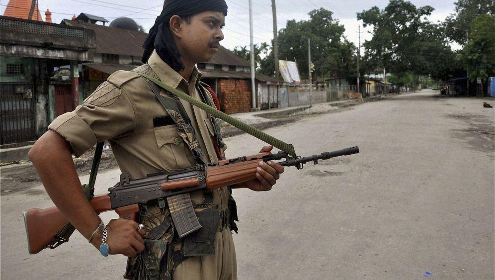 Unruhen in Nordost-Indien: Hunderttausende auf der Flucht