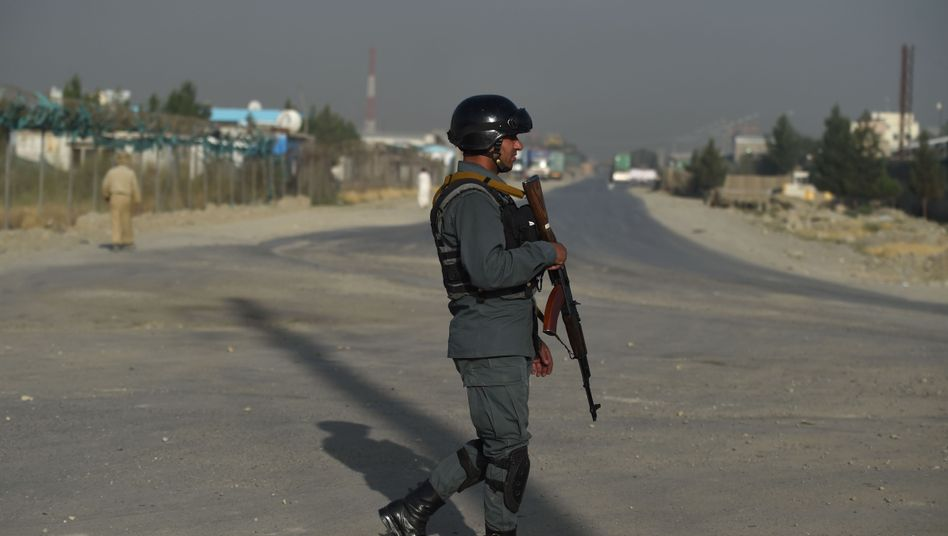 Afghanischer Polizist nahe des Tatorts