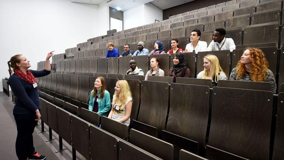Szene aus Hildesheim: Die Uni hat in diesem Sommersemester erstmals Flüchtlinge als Gasthörer in Lehrveranstaltungen aufgenommen