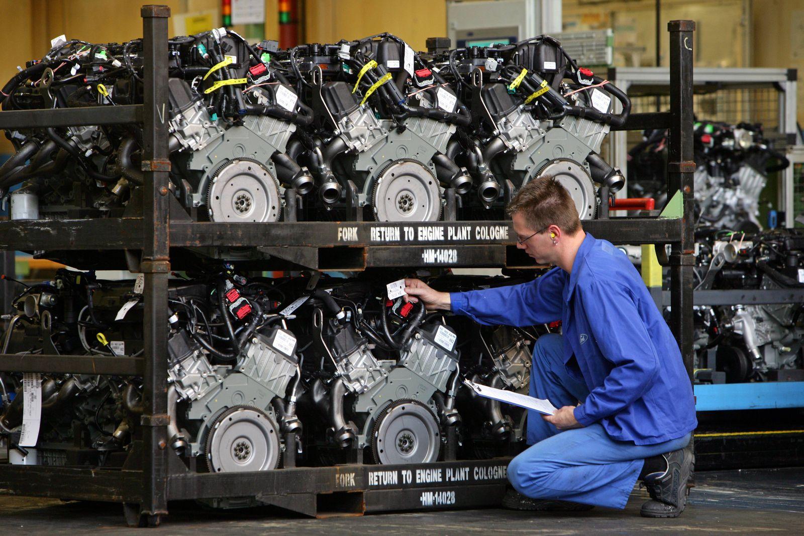 Versand-Kontrolle der 4-Liter-V6-Motoren im Fordwerk Köln-Niehl