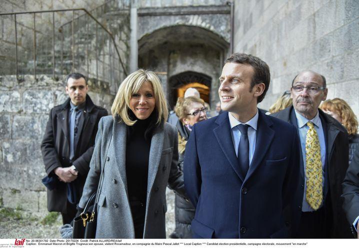 Kandidat Macron mit Ehefrau Brigitte Trogneux