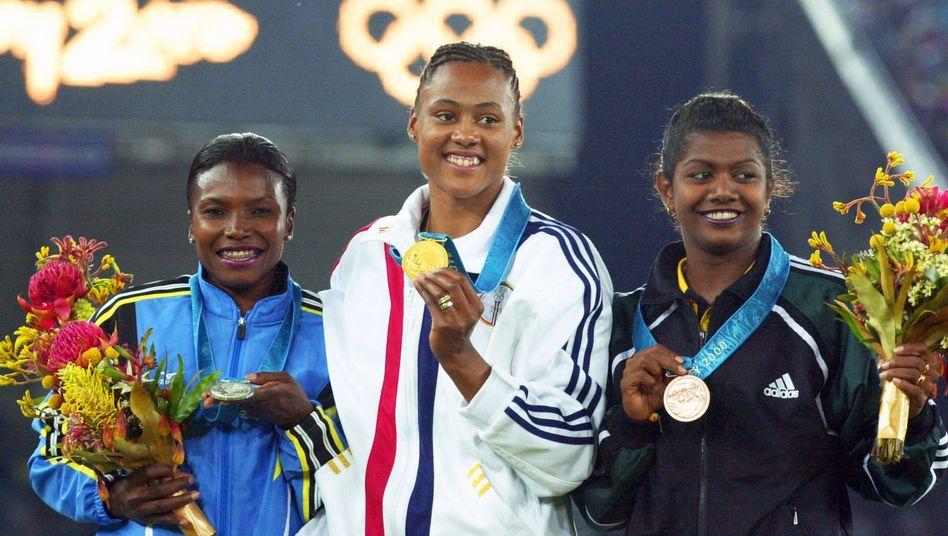 Podest des olympischen 200-Meter-Finals 2000: Nachträgliches Gold für Thompson (l.)