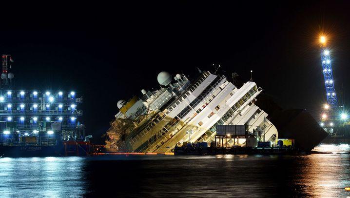 """Gekentertes Kreuzfahrtschiff: Chronologie: Die Havarie der """"Costa Concordia"""""""