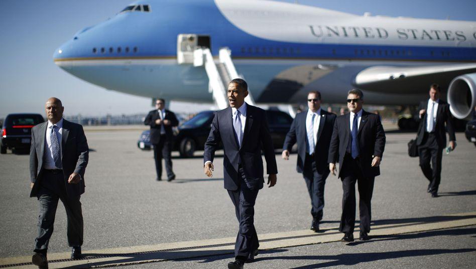 Präsident Obama mit Secret-Service-Agenten (Archivbild von 2012): Drei Männer suspendiert