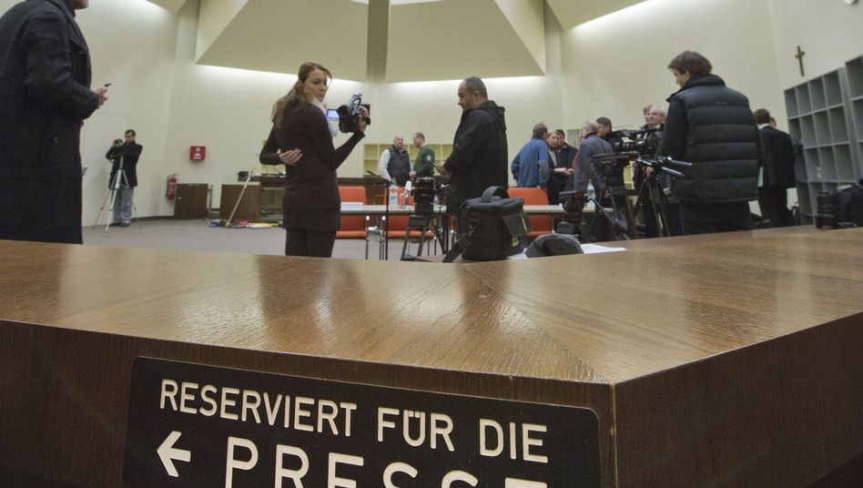 Journalisten in Saal 101 des Münchner Oberlandesgerichts: Platzprobleme im NSU-Prozess