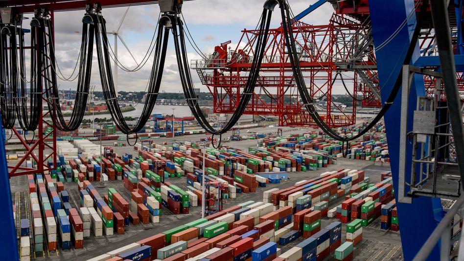 Containerhafen in Hamburg: Erholung braucht mehr Zeit