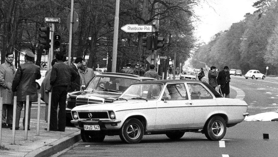 Nach dem Attentat auf Generalbundesanwalt Siegfried Buback in Karlsruhe am 7. April 1977 (Archivbild): Die Bundesstaatsanwaltschaft untersucht die Rollen von drei Frauen und vier Männern, die der RAF angehörten