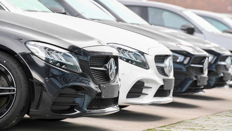 Mercedes-Benz-Pkw bei Autohändler in Stuttgart