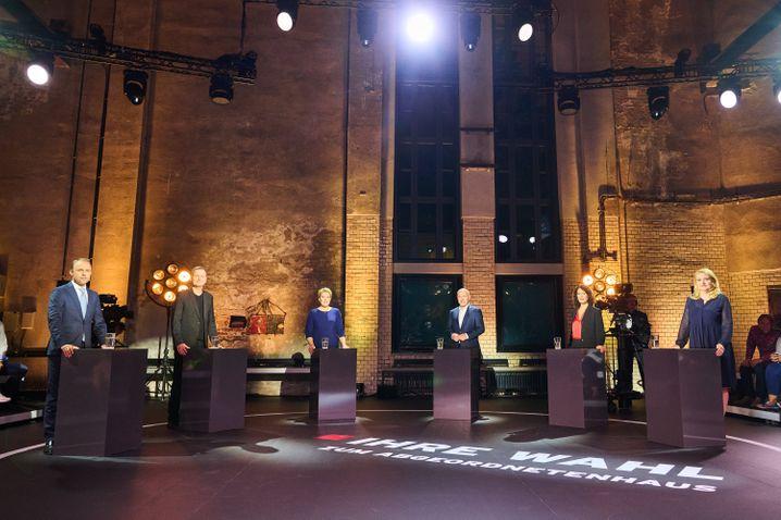 Die Spitzenkandidatinnen und -kandidaten (v.l.): Sebastian Czaja (FDP), Klaus Lederer (Die Linke), Franziska Giffey (SPD), Kai Wegner (CDU), Bettina Jarasch (Bündnis 90/Die Grünen), Kristin Brinker (AfD) bei einer RBB-Talkrunde